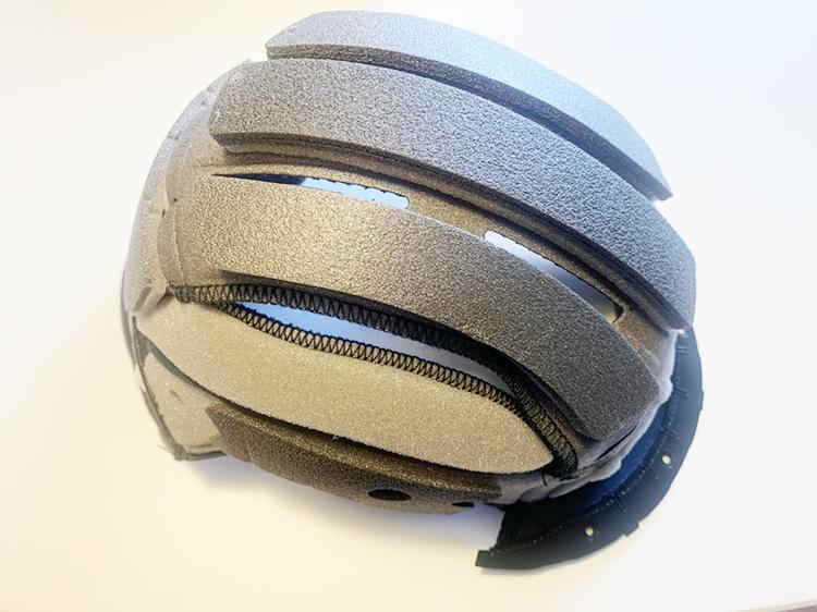 SHOEI ヘルメット内装|専用パッドを取り付けた状態