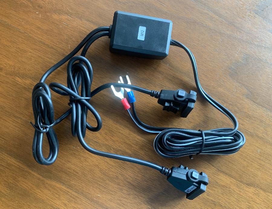 NEWING(ニューイング) USB電源はクワ型端子になっている