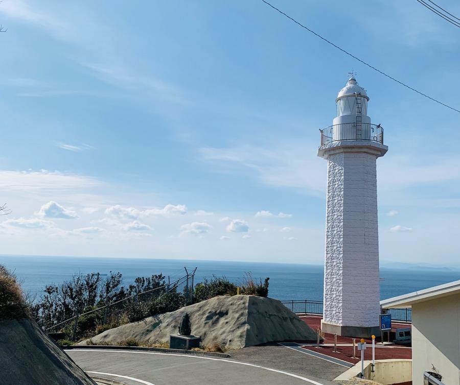 白い灯台が美しい紀伊日ノ御埼灯台