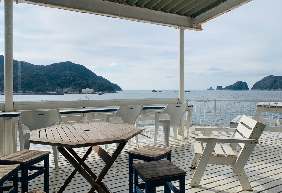 ボートカフェ 衣奈マリーナのテラス席からは海が見える!