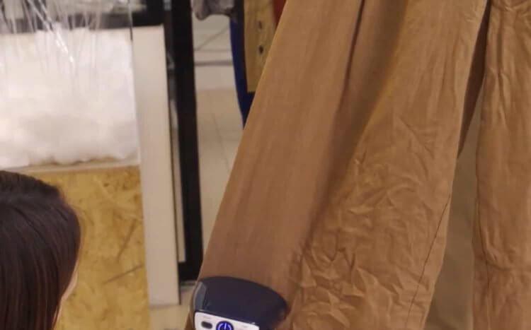 衣類スチーマーは、アイロン台がなくても簡単・手軽にシワ取りができる便利アイテム。